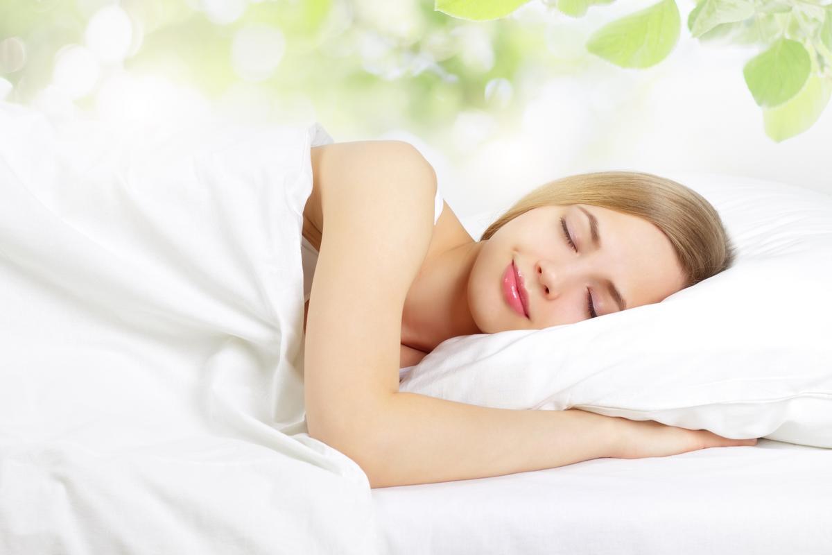 Спящая девушка дома 25 фотография